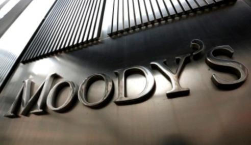 Moody's Turunkan Penarafan Petronas