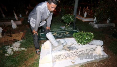 Penduduk Gempar 30 Batu Nisan Dicabut, Dibakar