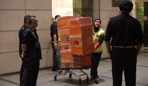 Najib, Rosmah, Anak Fail Notis Periksa Barang Sita