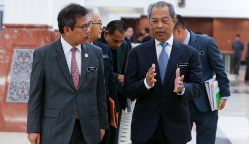Muhyiddin Harap Istana Johor Tak Campur Tangan Had Umur Belia
