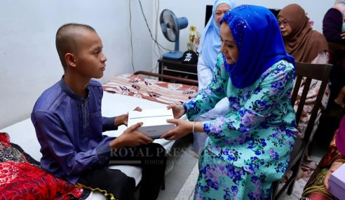 Sultan Ibrahim Biayai Kos Perubatan Remaja Hidap Kanser Tulang