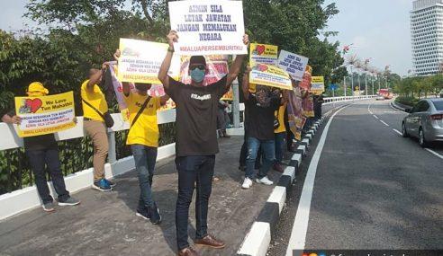 Parlimen: Demonstrasi Desak Azmin Dipecat Dari Kabinet