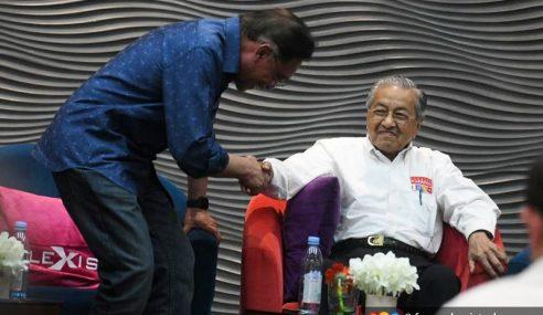 """Tak Percaya PKR Kini Minta Nasihat Mahathir"" – Anwar"
