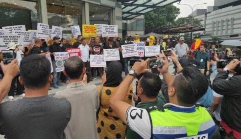 200 NGO Desak Azmin Letak Jawatan Depan Sogo