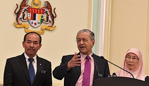 """PKR: """"Banyak Perkara Lain Saya Nak Fikir"""" – Mahathir"""