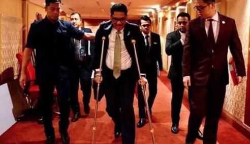 MB Perak Bertopang Ke Mesyuarat DUN Akibat Ekzema