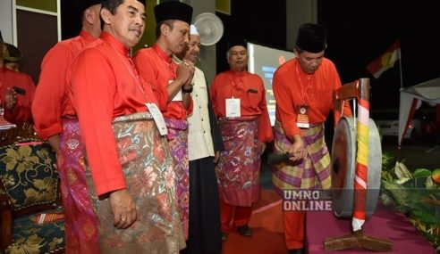 """Tak Suka, Tak Perlu Ada Dalam UMNO"" – Tok Mat"