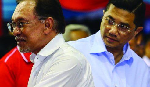 Mahathir Nafi Beri Jawatan Pada Azmin, Anwar Ucap Terima Kasih