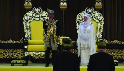 Al-Sultan Abdullah Ditabal Yang Di-Pertuan Agong Ke-16