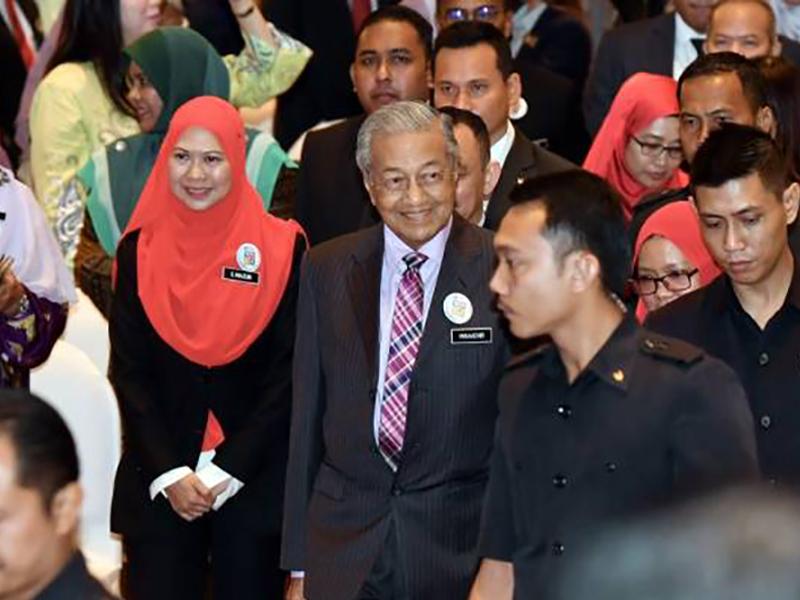 """""""Saya Malu Dengan Keadaan Tandas Di Malaysia"""" – Mahathir"""