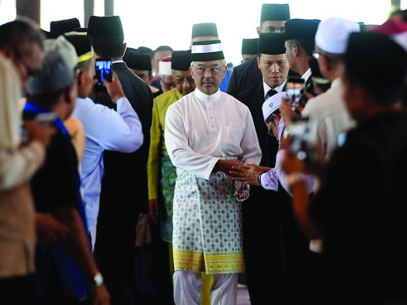 Agong Solat Jumaat Di Masjid Putra