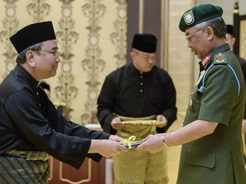 Agong Serah Watikah Lantik Hakim Besar Malaya