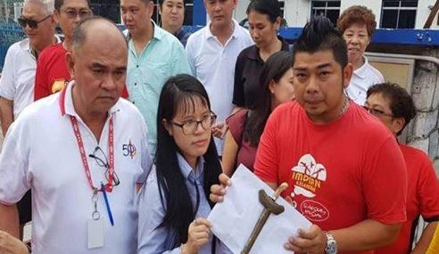 Pembantu ADUN Balakong Terima Sampul Berisi Senjata Tajam