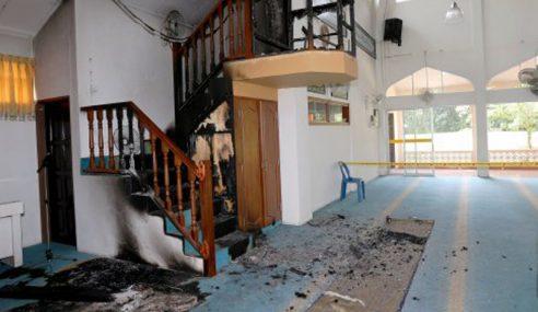 Polis Tahan Lelaki Bakar Mimbar Masjid
