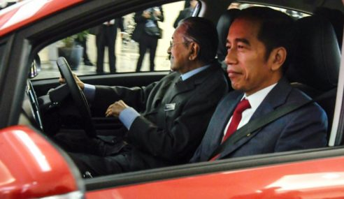 Jokowi Naiki Proton Persona Yang Dipandu Mahathir