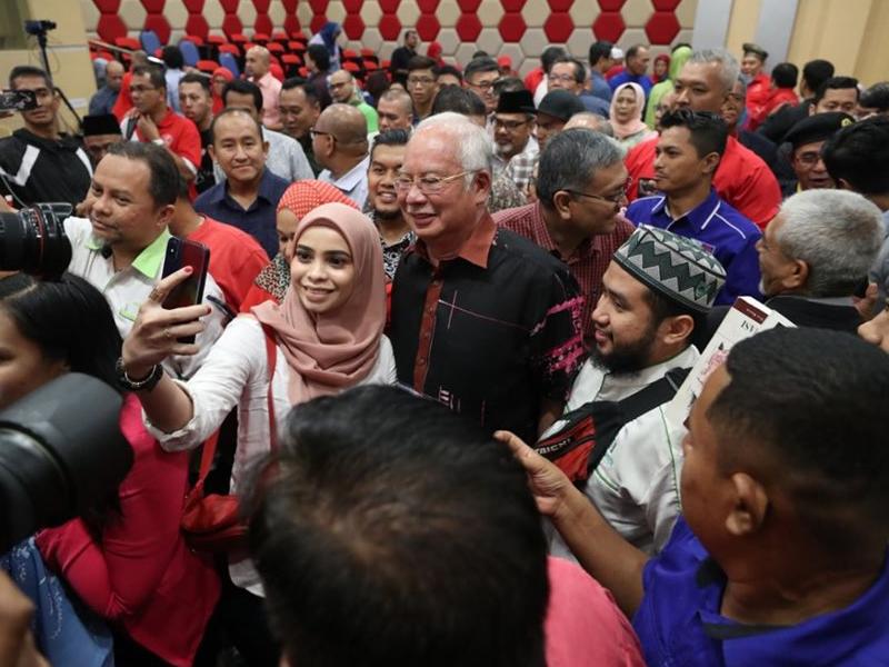 Penembak Hendap Kirim Peluru Di Pejabat UMNO Pekan