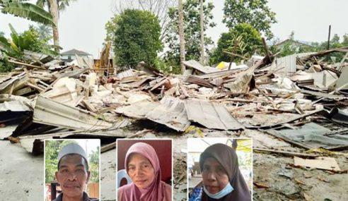 Rumah Diroboh, Terpaksa Tinggal Dalam Khemah