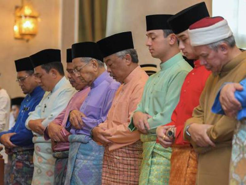 Agong, PM Solat Istisqa Di Istana Negara