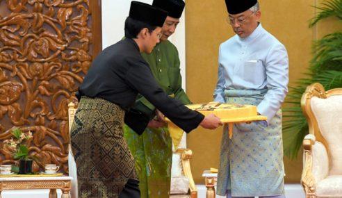 Agong Berkenan Terima Darjah Kerabat Kedah