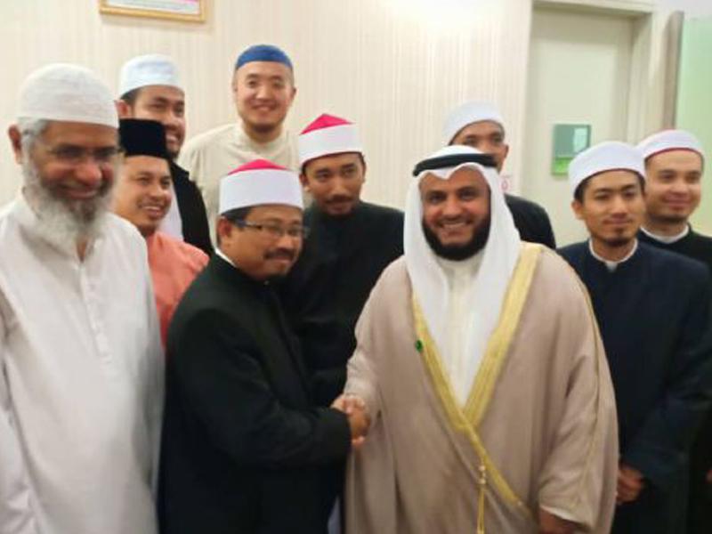 Syeikh Misyari Rasyid Imamkan Solat Jumaat Di Putrajaya