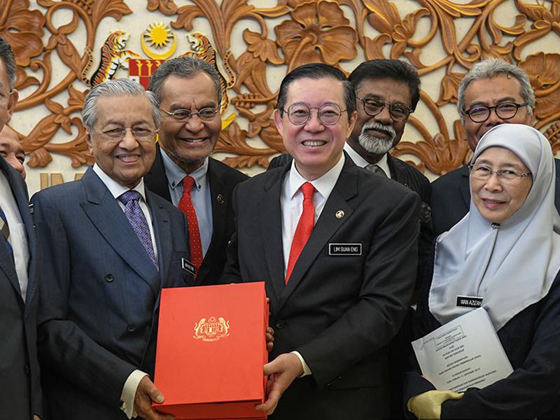 Rakyat Gembira, Hampir Semua Dapat Sesuatu – Mahathir
