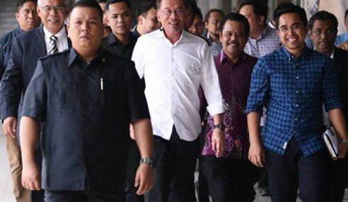 Anwar Nafi Hubungan Dengan Mahathir Terjejas