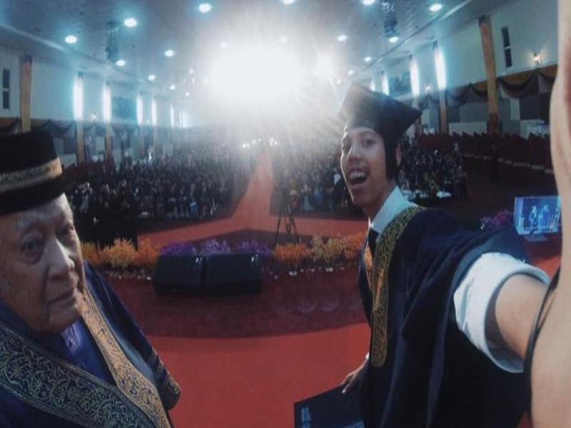 Graduan Selfie Digantung Sijil, Terjerit-Jerit Tak Kena Tindakan
