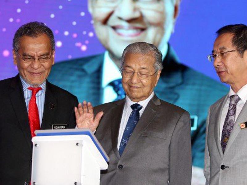 """Tak Apalah Jika Ramasamy Tak Puas Hati"" – Mahathir"