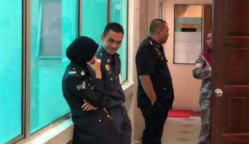 Saksi Nampak Kepala Nazrin Koyak Bukan Berlubang