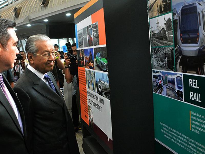 Semua Naik Kereta Terbang, Polis Pun Kena Terbang – Mahathir