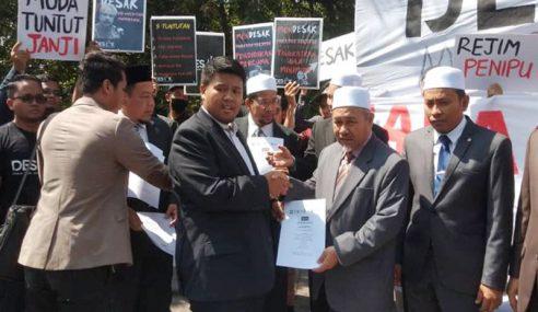 Mahasiswa Berhimpun Di Parlimen Tuntut PH Tunai 5 Janji