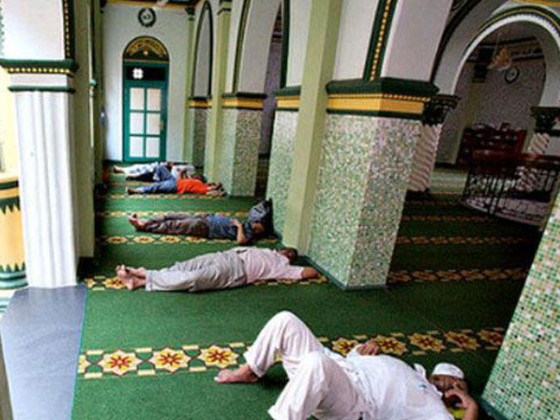 Mayat Jadi Berat Jika Berbaring Ketika Azan?