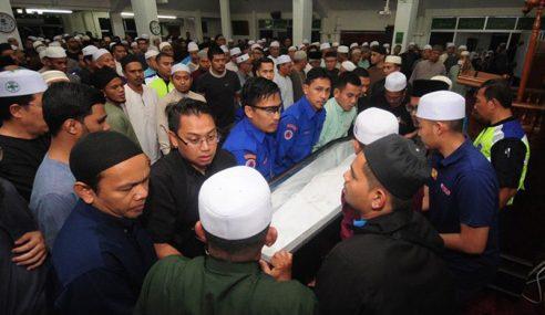 Jenazah Kakitangan PKNS Azalan Dikebumi Di Shah Alam