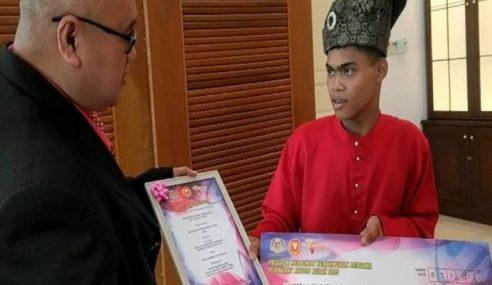 Remaja OKU Berlawan Ular Sawa Terima Pingat Hang Tuah