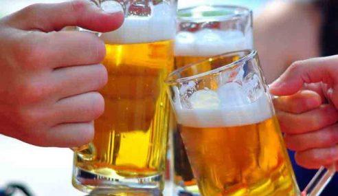 UMNO, PAS Gesa Larangan Minum Arak Di Tempat Awam
