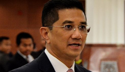 Azmin Disaman Tak Bayar Bil Pelancongan RM300,000