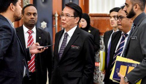 Menteri Sangkal Kenakan Syarat Permit Pertengahan Kempen