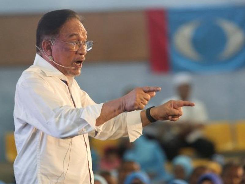 Tiada Penglibatan Pihak Lain Batal Jemputan Azmin – Anwar