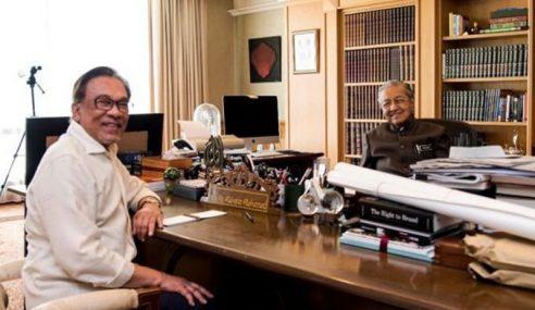 Mahathir Pegang Janji Peralihan Kuasa – Anwar