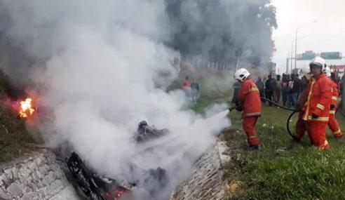 2 Rentung Selepas Van Terbakar Di Lebuh Raya