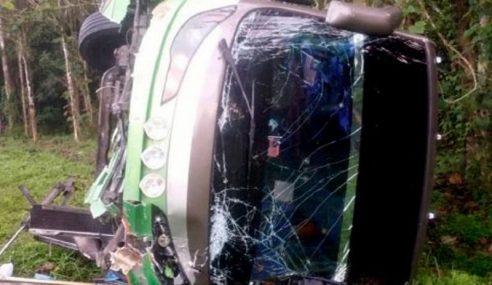 14 Penumpang Cedera Bas Terbalik Di Tapah