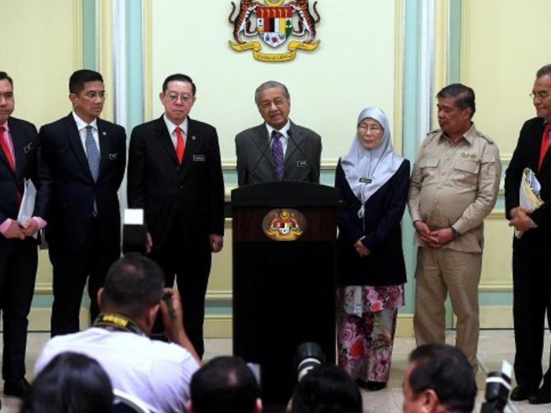 """Tiada Siapa Berani Lawan Saya Dalam Kabinet"" – Mahathir"