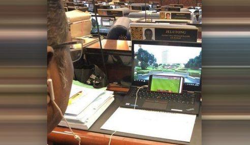 YB Jelutong Tengok Bola Sepak Dalam Dewan Rakyat