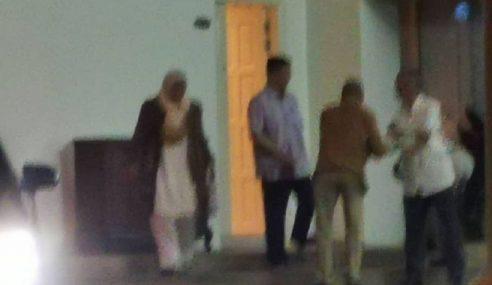 Azmin Jumpa Ahli Parlimen PH, BN Di Putrajaya