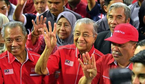 Mahathir Jangka BN Menang Tapi Majoriti Tak Lebih 2,000 Undi