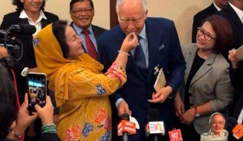 Najib Hadiah Jam Tangan Mahal Kepada Rosmah