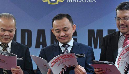 Maszlee Menteri Pertama Bentang 'Kad Laporan' Kementerian