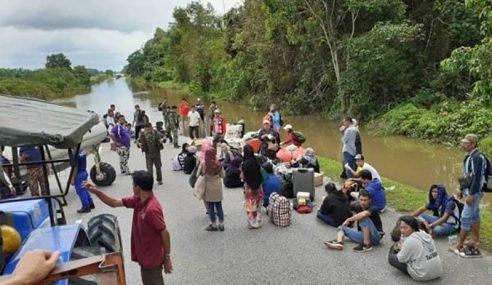 Banjir: 200 Pengguna Jalan Raya Terperangkap 24 Jam
