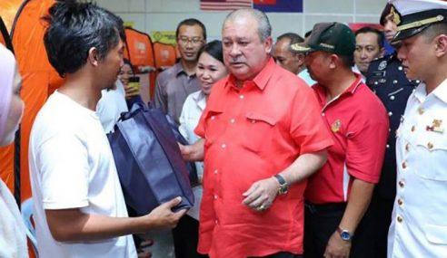 Keluarga Diraja Johor Lawat 3 Daerah Terjejas Banjir