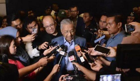 Mahathir Enggan Ulas Dakwaan Mahu Pecat Azmin